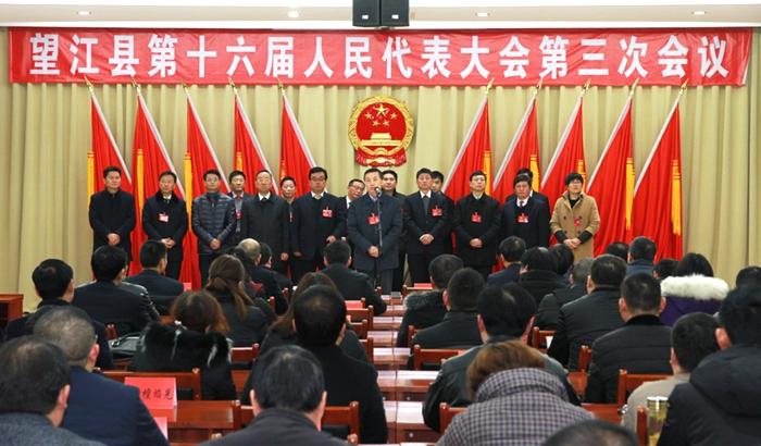 县领导看望出席县十六届人大三次会议代表