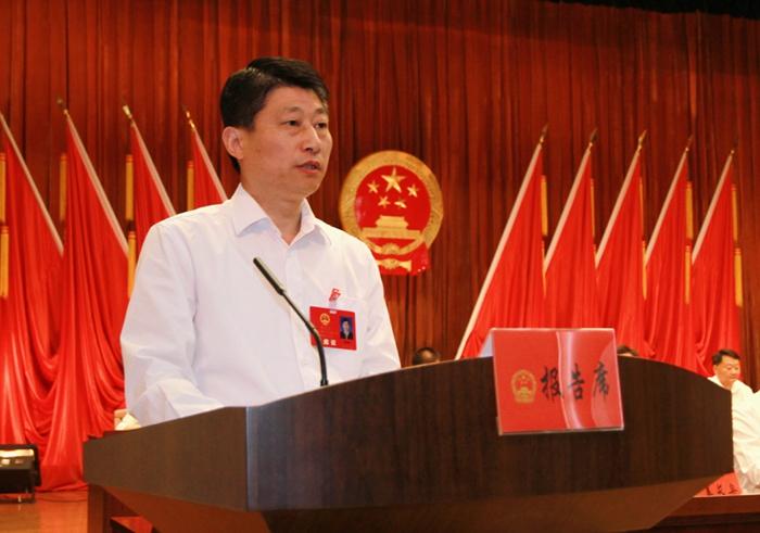 县政府县长霍辉在县十六届人大四次会议上作政府工作报告